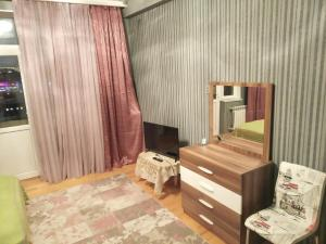 Uma TV ou centro de entretenimento em Orkhan's Guest House