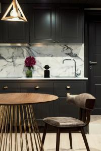 A kitchen or kitchenette at Rocks Republic