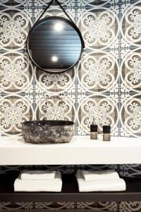 A bathroom at Rocks Republic