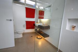 A bathroom at Hove To B&B