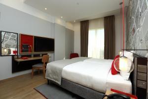سرير أو أسرّة في غرفة في فندق انترسيتي الرياض -الملز