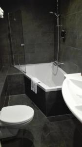 A bathroom at Malie Hotel Utrecht