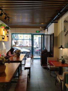 A restaurant or other place to eat at Suzhou Blue Gate Youth Hostel