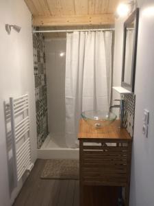 Salle de bains dans l'établissement Maison de Lege