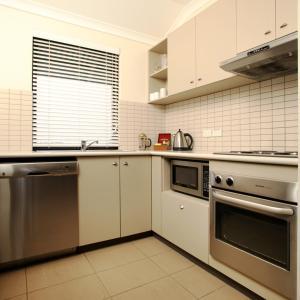 A kitchen or kitchenette at Mantra Geraldton