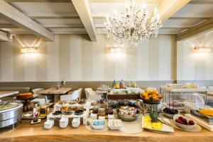 Breakfast options available to guests at La Bastide Saint Georges & Spa