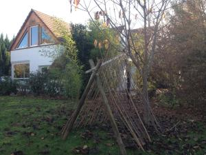 A garden outside Gite des 3 cigognes