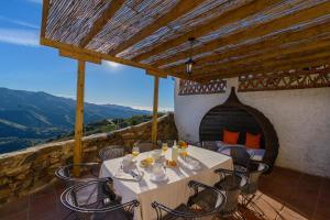 Un restaurante o sitio para comer en Complejo Rural El Mirador
