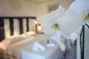 A bed or beds in a room at Hotel Caserta Antica