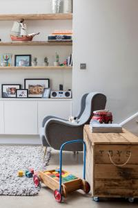 A kitchen or kitchenette at Ardilaun Road by Onefinestay