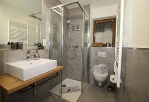 Ein Badezimmer in der Unterkunft Haus Kirchplatz