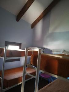 A bunk bed or bunk beds in a room at Albergue Albarracín