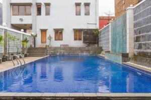 The swimming pool at or near RedDoorz near Jatinangor Town Square