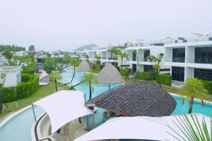 A view of the pool at La Lua Resort or nearby