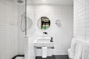 A bathroom at Mount Lofty House