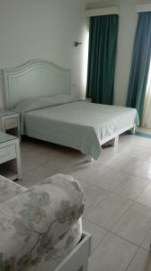 A bed or beds in a room at Abamar Hotel