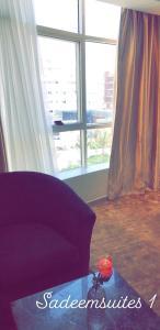 Uma área de estar em Sadeem Hotel Apartments
