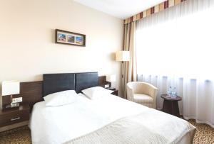 Łóżko lub łóżka w pokoju w obiekcie Qubus Hotel Łódź