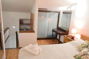 A bed or beds in a room at Appartamento nel cuore di Trastevere