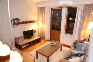 TV tai viihdekeskus majoituspaikassa All Ice Lapland Chalets I
