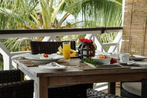 A restaurant or other place to eat at Seaview Lodge and Restaurant