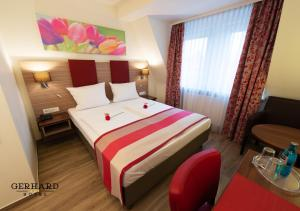A bed or beds in a room at Hotel Gerhard