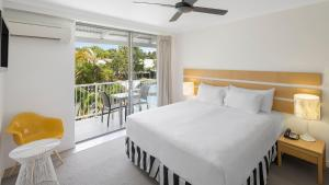 A bed or beds in a room at Oaks Port Douglas Resort