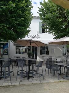 A restaurant or other place to eat at L'Escale