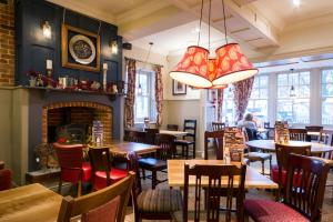 A restaurant or other place to eat at Innkeeper's Lodge Birmingham - West , Quinton