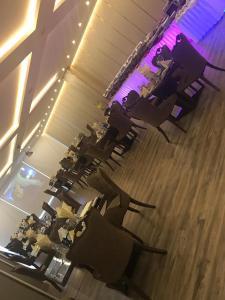 مطعم أو مكان آخر لتناول الطعام في فندق هوليداي الخليج