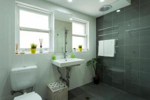 A bathroom at Bondi Beachside Apartment