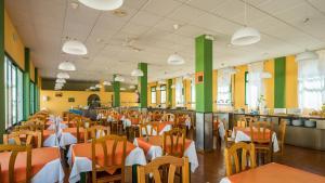 Een restaurant of ander eetgelegenheid bij Blue Sea Apartamentos Costa Teguise Beach