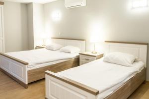 מיטה או מיטות בחדר ב-Wellness Apart Hotel