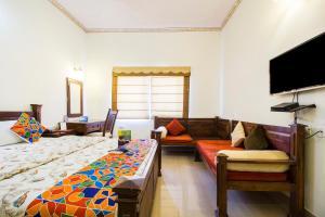 A seating area at Hotel Raj Kothi Jaipur airport