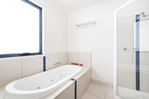 A bathroom at Madsen Retreat