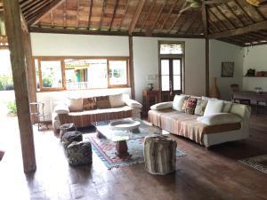 A seating area at Villa Dedaren Bingin Beach