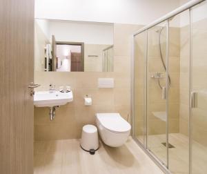 A bathroom at Dangė Hotel