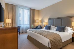 Postel nebo postele na pokoji v ubytování Corinthia Hotel St Petersburg