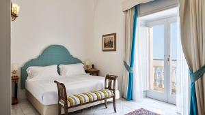 A bed or beds in a room at Palazzo Avino