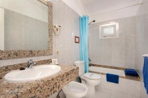 Een badkamer bij Rocas Blancas Apartments