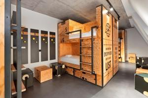 A bunk bed or bunk beds in a room at H.ostel Münster