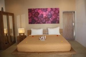 A bed or beds in a room at MAHAMAYA Gili Meno
