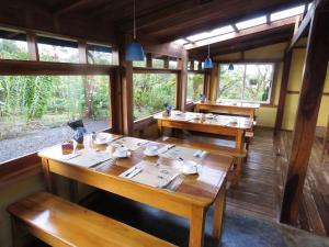 Restaurant ou autre lieu de restauration dans l'établissement Sueño Río Celeste B&B