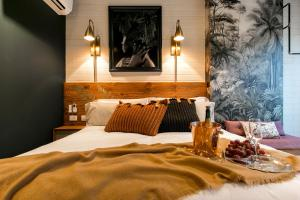 A bed or beds in a room at Celestino Boutique Hotel