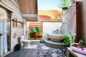 Een badkamer bij Kompyang Cottage