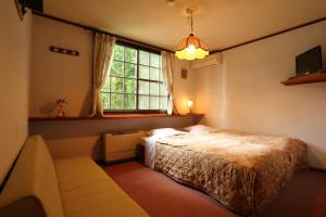 A bed or beds in a room at ペンション ちゃうちゃう