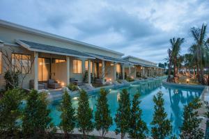 المسبح في CRAFT Resort & Villas أو بالجوار