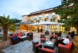 A restaurant or other place to eat at Vitalhotel der Parktherme