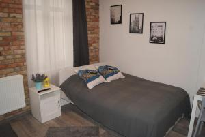 A bed or beds in a room at Stay99 Apart