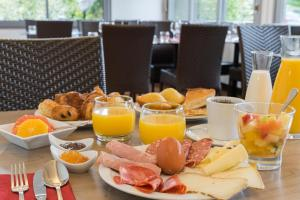 Breakfast options available to guests at Sure Hotel by Best Western Biarritz Aeroport